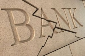 НБУ советует мелким банкам сдать лицензию добровольно