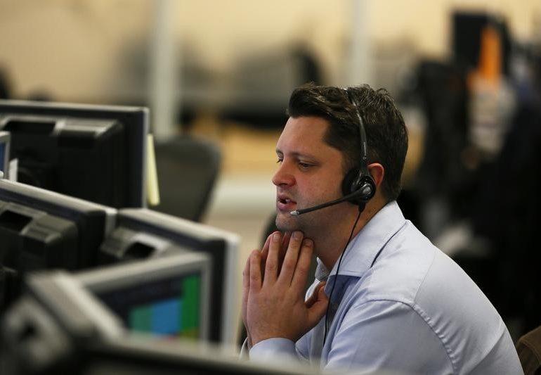 Американские фондовые индексы снизились по итогам торгов