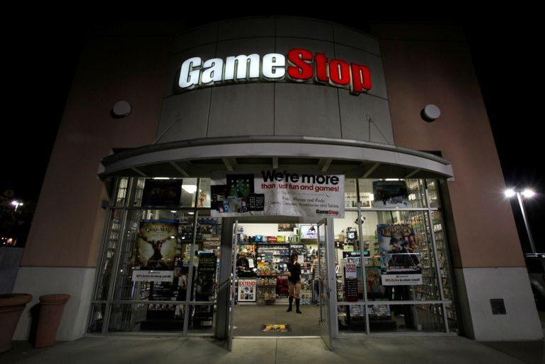 АНАЛИЗ-Скандал вокруг GameStop: игроки на понижение получают угрозы жизни и незаказанную пиццу