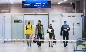 Авиапассажиры страхуются от коронавируса