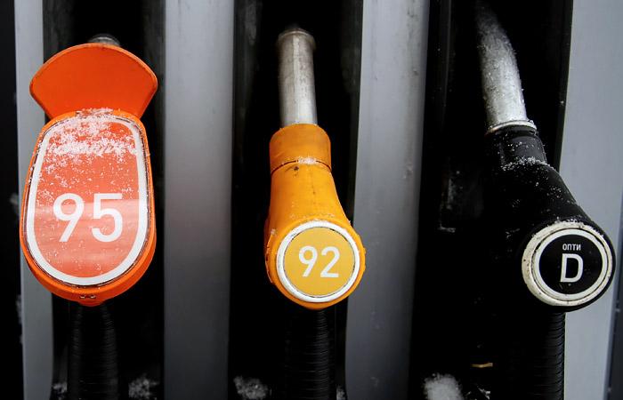Бензин снова начал дорожать на АЗС по всей России