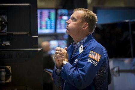 Брокеры останавливают покупки по переоцененным акциям От Investing.com