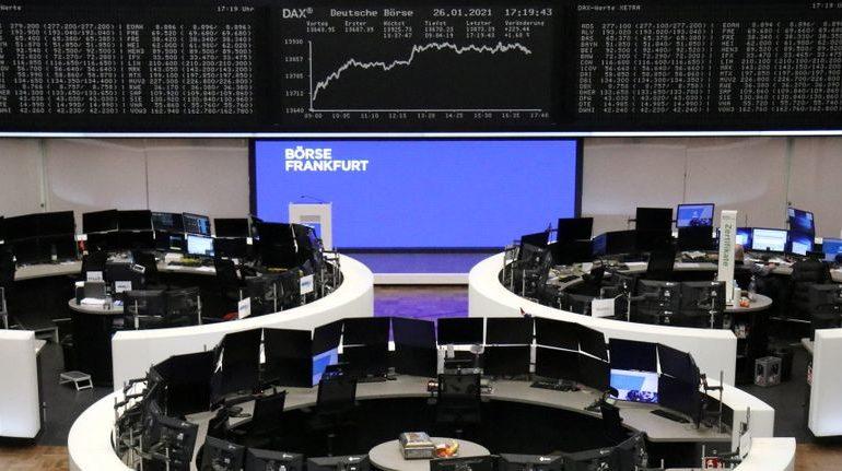 Европейские акции снижаются, LVMH растет благодаря хорошему отчету