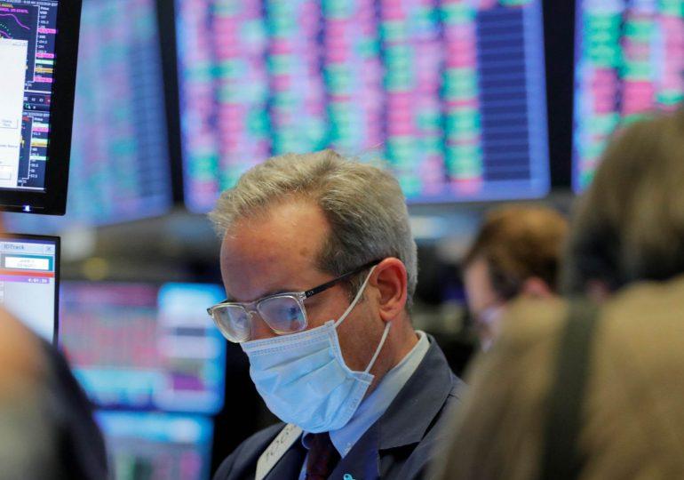Европейские индексы упали на фоне неопределенности из-за пандемии