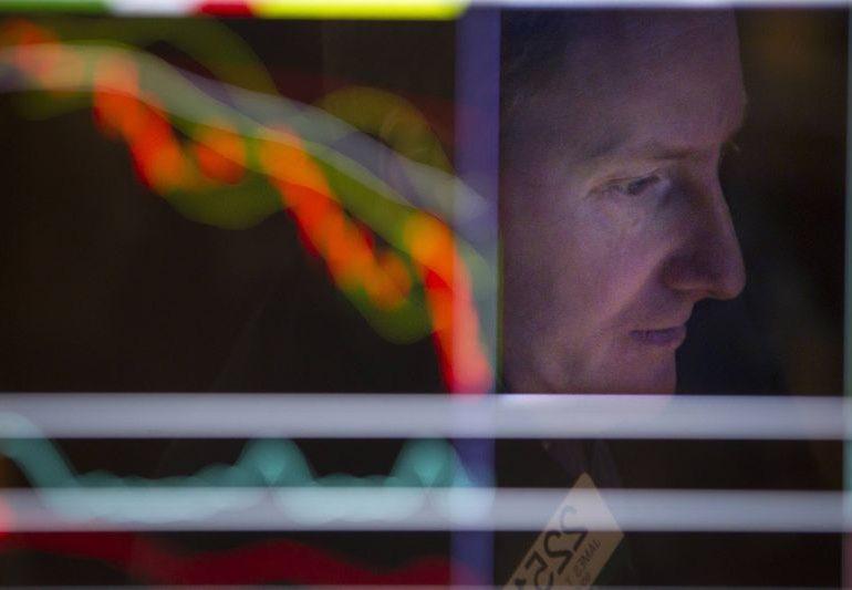 Фондовый рынок США снижается в начале торгов в понедельник