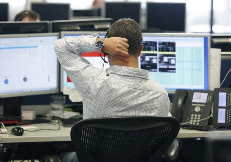 """Индекс """"МосБиржи"""" вырос на 0,8%, индекс РТС не изменился"""