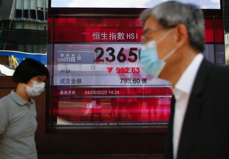 """Китайские акции выросли, индекс """"голубых фишек"""" закрылся на 13-летнем пике"""