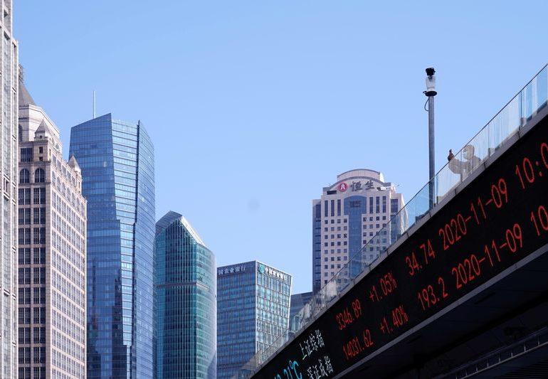 Китайские акции закрылись ростом благодаря вливаниям центробанка