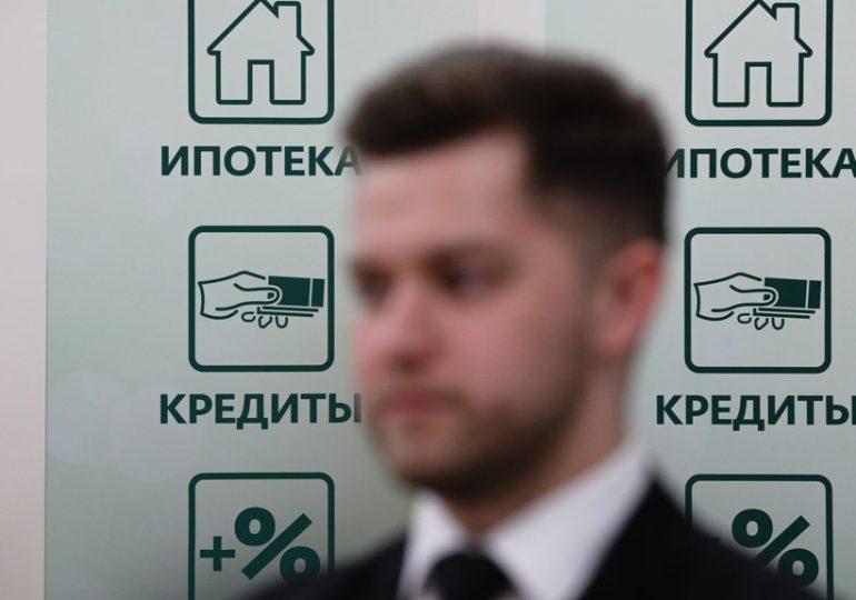 Крупные банки начали повышать ставки ипотеки из-за обвала рубля