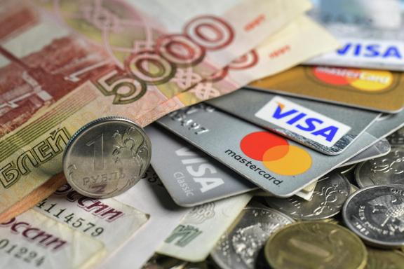 Курс рубля снизился на решении Минфина возобновить покупки валюты
