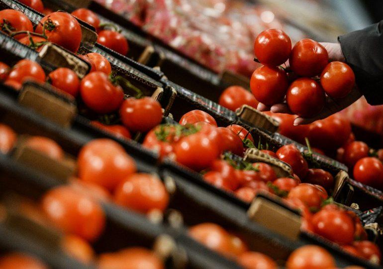 Песков прокомментировал запрет на ввоз томатов из Армении и Азербайджана