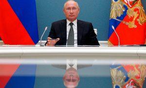 Путин поручил начать в России массовую вакцинацию населения от коронавируса