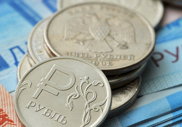 Рубль снижается опережающими темпами