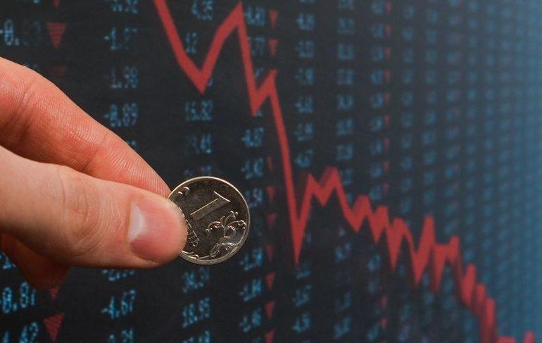 Рубль стремительно дешевеет из-за резкого ухудшения ситуации на мировых рынках