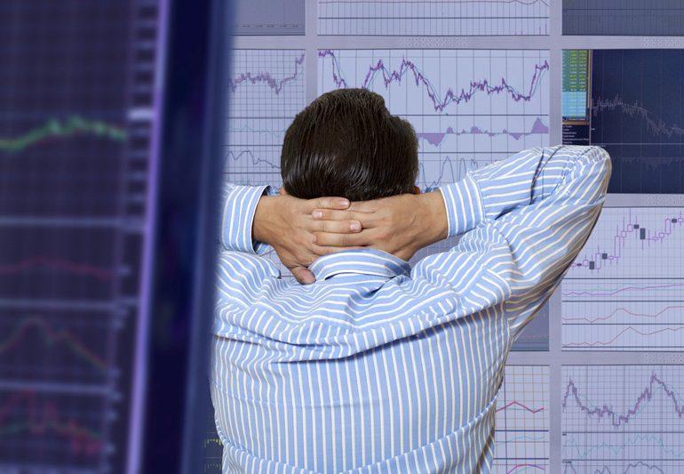 Рынок акций Московской биржи по состоянию на 10:05 мск 15 января снижается