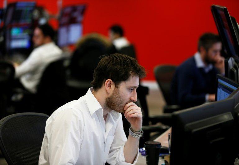 Рынок акций Московской биржи по состоянию на 16:00 мск 21 января снижается