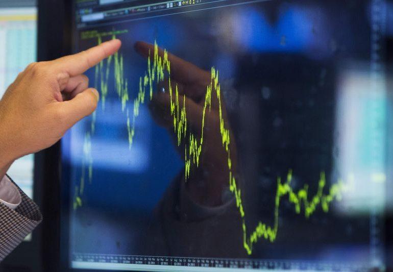 Рынок акций Московской биржи по состоянию на 18:45 мск 15 января снижается