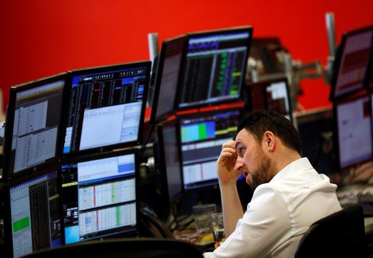 Рынок российских акций снизился на 0,3-0,8%