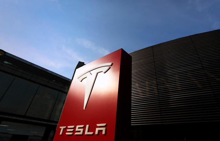 Tesla впервые завершила год с чистой прибылью