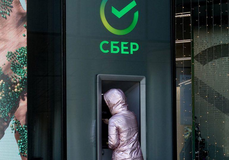 ЦБ ограничил трансграничные операции платежному сервису Сбербанка