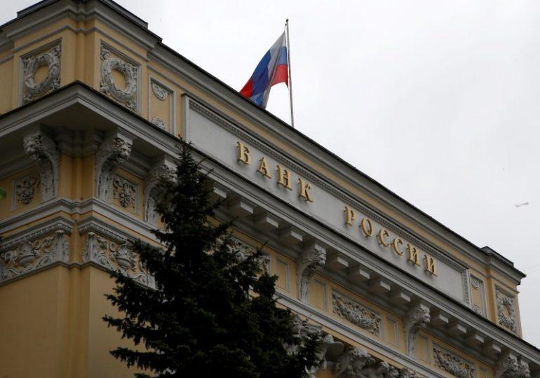 ЦБ РФ будет следить за тенденцией роста вложений банков в ОФЗ, пока больших рисков не видит