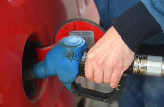 Цены на бензин стабилизировались после скачков в конце 2020 года