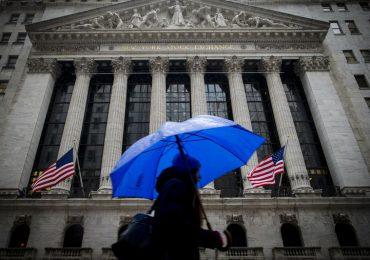 Уолл-стрит снижается на фоне падения розничных продаж в США