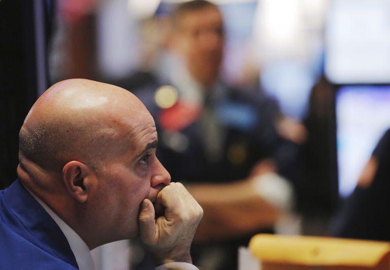 Уолл-стрит снизилась из-за политических тревог, в фокусе - сезон отчетности