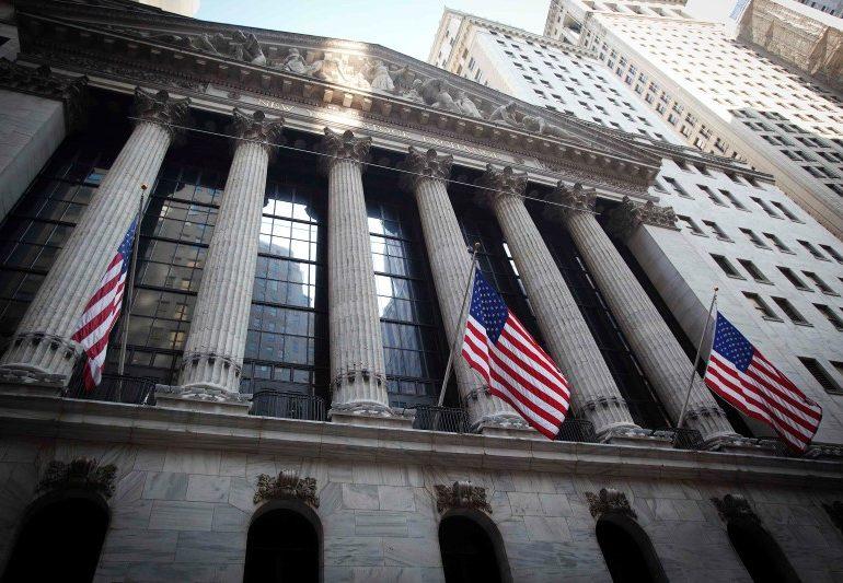 Уолл-стрит торгуется смешанно, так политики «мутят воду»