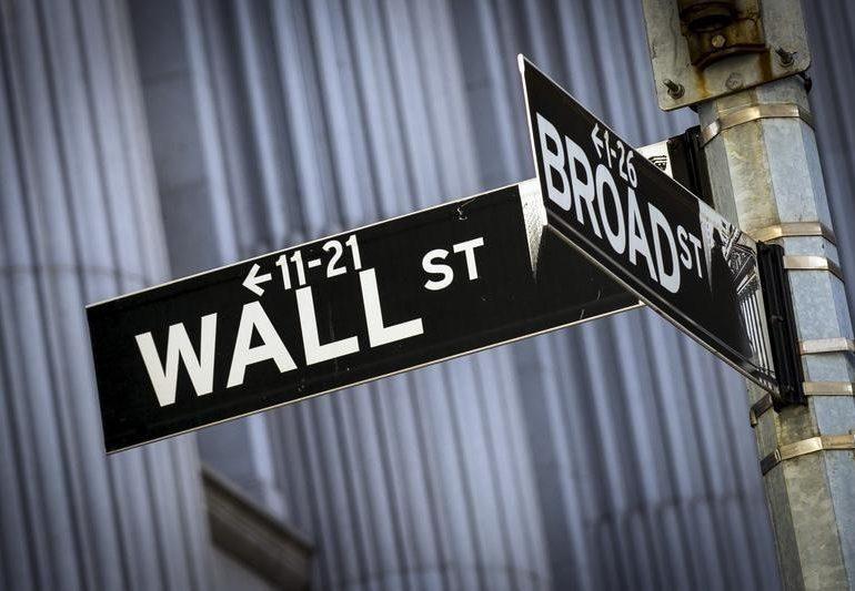 Уолл-стрит торгуется в узком диапазоне в ожидании импичмента
