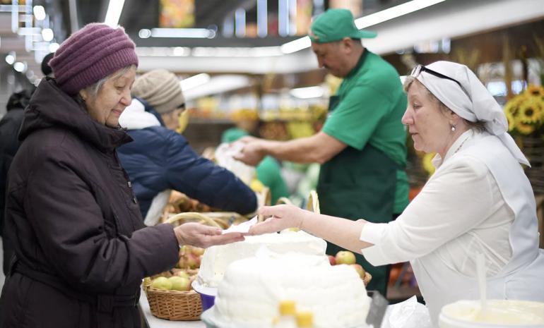 В Кремле оценили меры правительства по стабилизации цен на продукты